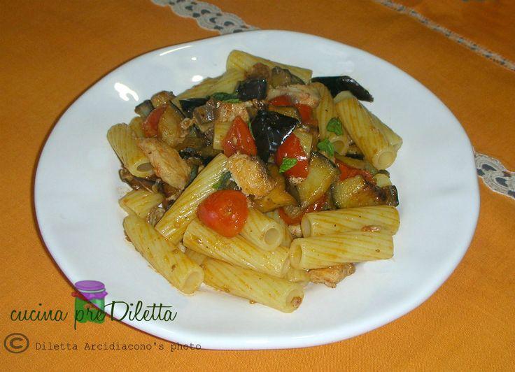 La pasta pesce spada e melanzane,aromatizzata con menta fresca, è un primo piatto tipico della cucina siciliana. Per la buona riuscita di questa ricetta...