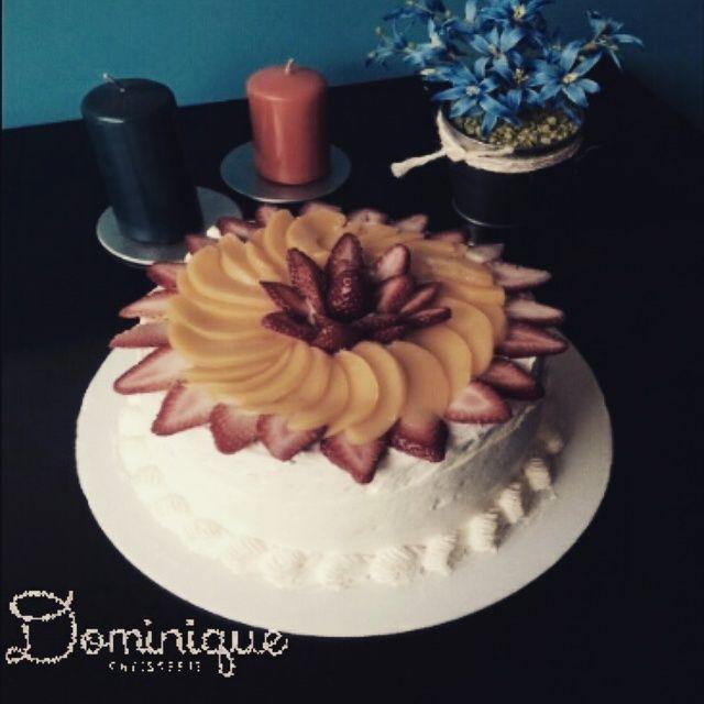 peach and strawberries cake