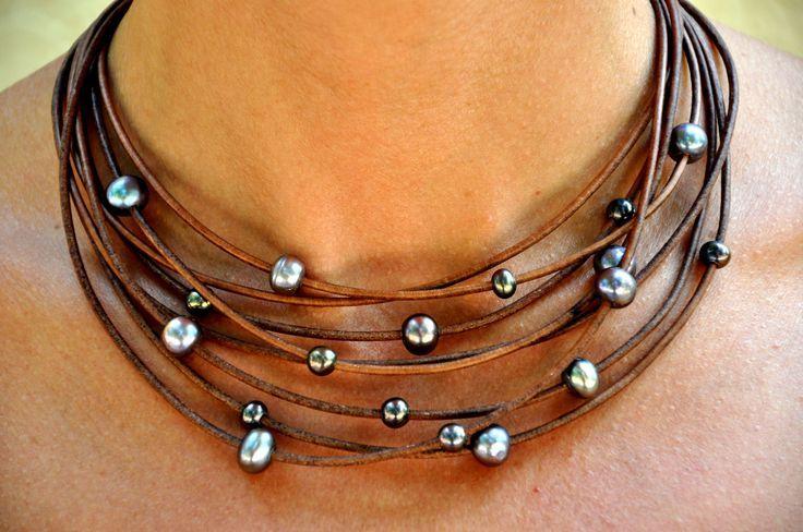 Kahverengi-deri-kayıştan-yapılmış-gümüş-renkli-boncuklu-otantik-kolye-modeli.jpg (736×488)