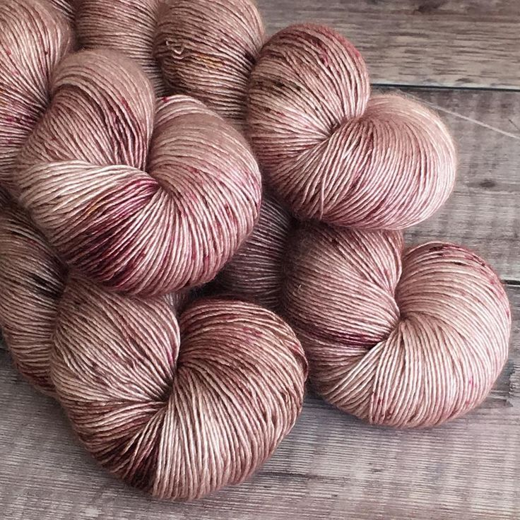 Dyeing some Boudica today, if I can tear myself away from Instagram, so many lovely new designs popping up in my feed, I just want to knit, knit, knit... #thewoolbarn #handdyedyarn #speckledyarn #indiedyer #knitting #crochet #knittersofinstagram #crochetersofinstagram #yarn#