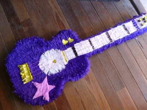 piñata guitarra violetta - Buscar con Google