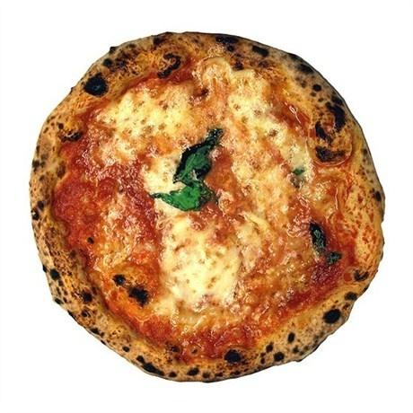 Пицца «Маргарита» с базиликом