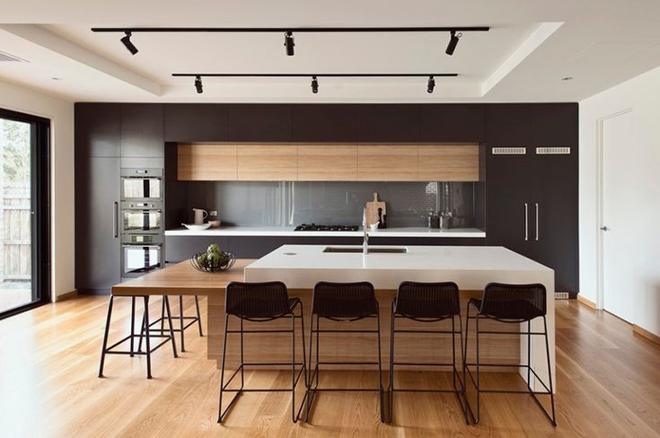 20 Modern Black and White Kitchens That Used Wood