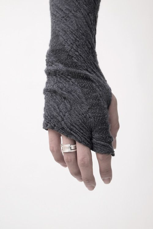 Looking to keep your digits cosy? Check this out: http://pawsandprada.uk/heat-holders-gloves-rejoice-cold-hands/