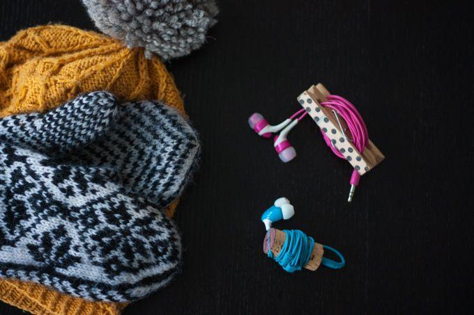 DIY Trasselfritt för hörlurarna med klädnypor och vinkork | Sevendays.fi/Spira