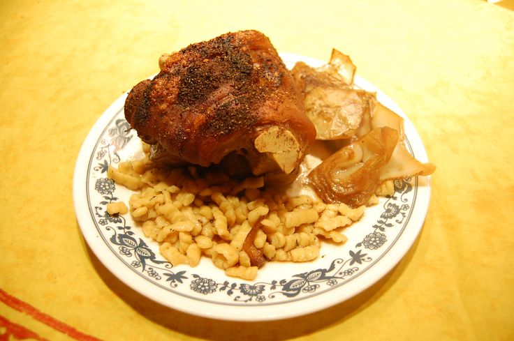 Pork knuckle & spätzles
