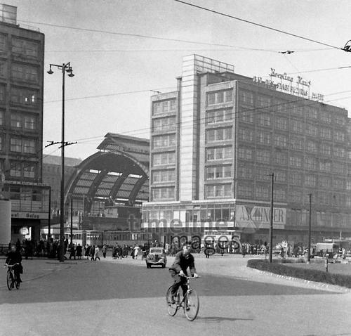 Berolinahaus am Alexanderplatz in Berlin, 1952