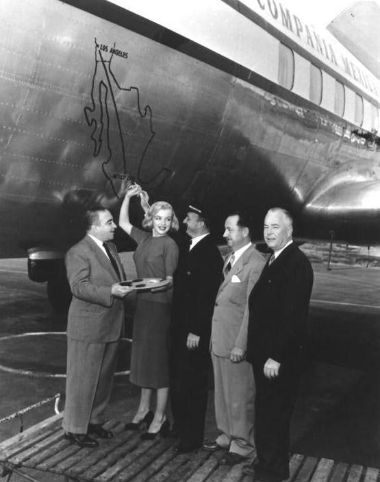 December 2, 1950 Marilyn unveiled a plane of the Mexican Airlines