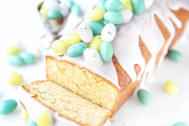 Vanille Cake met Suikereitjesglazuur - en als je weinig tijd hebt: een vanillecake kopen en dan versieren met glazuur en kleine paaseitjes, ook lekker met chocolade glazuur en chocolade eitjes