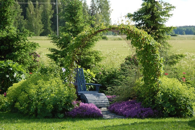 Marian koti ja puutarha: LOMALLA