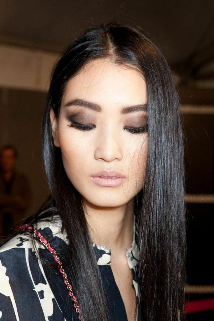 smokey eyes marron, conseil maquillage yeux asiatiques, cheveux longs noirs