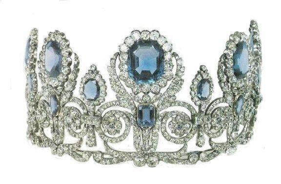 Sapphire & Diamond tiara Marcus gave Bella for her wedding to Caius