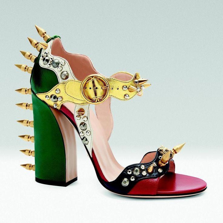 """Кокетливые туфли """"Мэри Джейн"""" в доме Gucci решили оснастить шипами. Почему бы и нет? #gucci #maryjane #maryjaneshoes #guccishoes #harpersbazaar #harpersbazaarukraine by harpersbazaarukraine"""