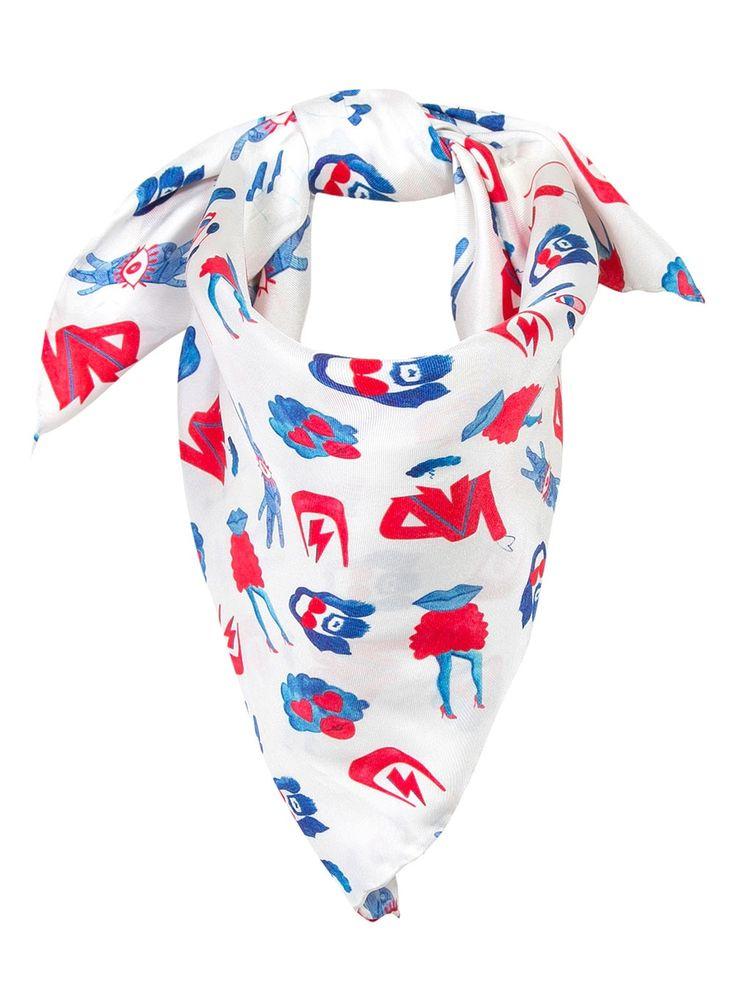 Dessiné par Soi Paris, inspiré par Maison Labiche ce foulard en soie illustre les chanteurs et stars de cinéma, aux couleurs bleu blanc rouge, françaises.