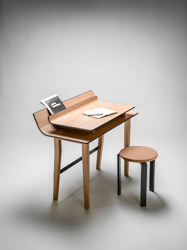 Compatte, versatili e con finiture neutre e di facile pulizia, le scrivanie per l'ufficio in casa trovano posto in ogni ambiente: dall'ingresso alla cucina.