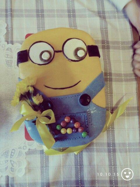 Anicka 8 Minion cake