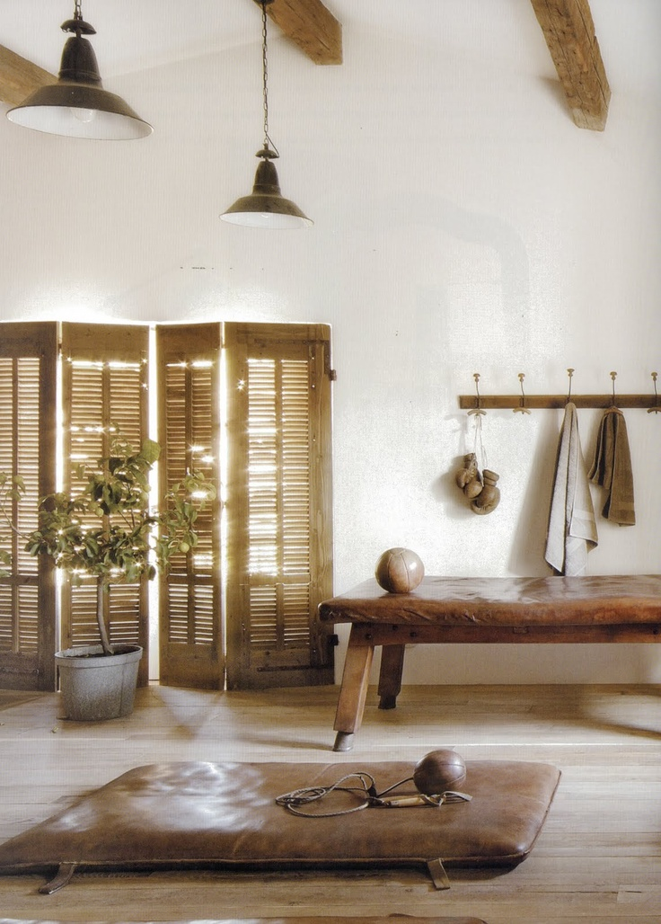 maisons cote sud // workout room // old leather
