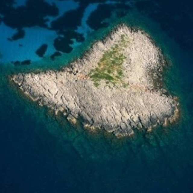 2brothers island @Messinia-Greece
