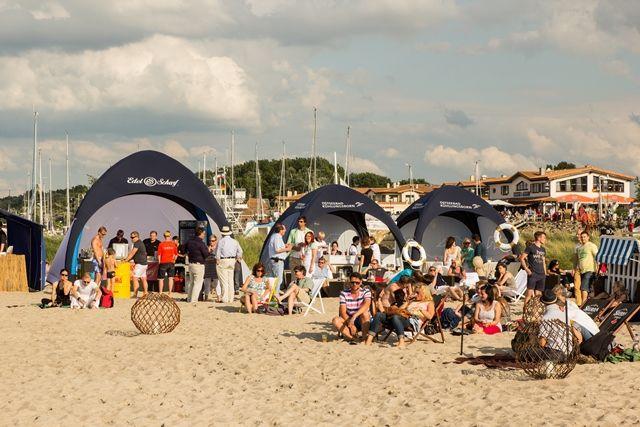 Beach Club Atmosphäre an der Marina bei SEA & SAND