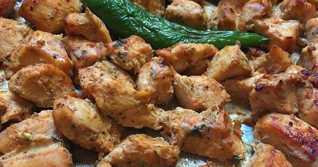 طريقة عمل شيش طاووق بالفرن Shish Tawouk In The Oven الوصفة من مطبخ الشيف المبدعة Njat80 تسلم الايادي الطيبة كيلو صدور دياي مقطع Cooking Recipes Cooking Recipes
