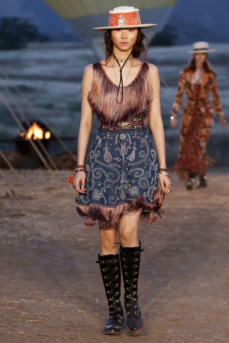 #ChristianDior  #fashion #Koshchenets     Christian Dior Resort 2018 Collection Photos - Vogue