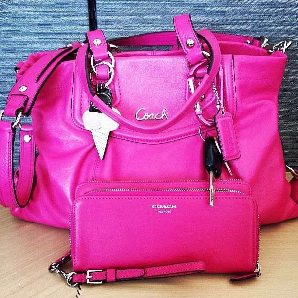 Coach Handbags discount site. just $39 OMG! Holy cow, I'm gonna love this site!