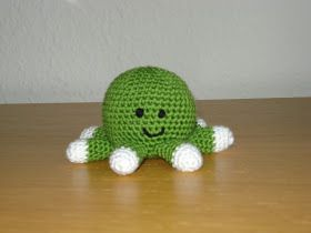 Sød lille blæksprutte Faldt over denne gratis hækleopskrift på nettet, og kunne bare ikke stå ...