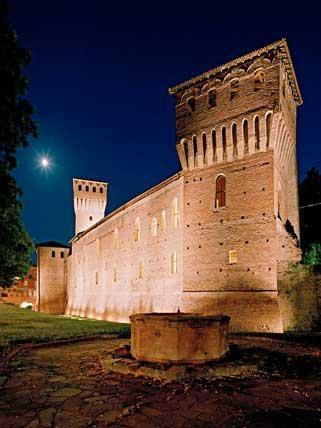 CASTELLO DI FORMIGINE  Piazza Calcagnini 1 - Formigine - 10 km dall'hotel