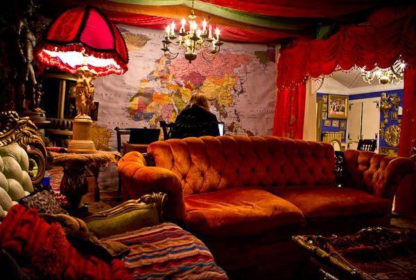 http://curious-places.blogspot.com/2012/10/katwises-rainbow-house-brooklyn-new-york_7.html
