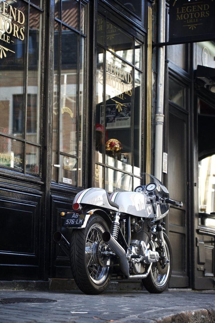 "Laverda 750 SF ""Thunder Grey"", à vendre chez Legend Motors Lille."