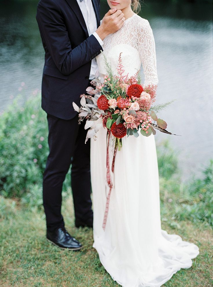 Fall wedding bouquet - Autumn wedding inspiration in Shades of red + lace wedding dress with long sleeves | Photography : thefretties.com | fabmood.com:
