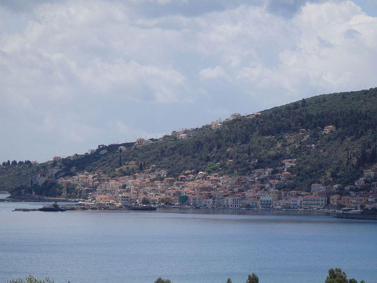 Τα ΕΛΑΙΩΝΑΣ STUDIOS βρίσκονται σε απόσταση 2,5 χιλ. από το Γύθειο και 800 μέτρα από τη παραλία της Σελινίτσας, σε ένα διώροφο κτίριο και πάνω σε ένα μικρό λόφο με καταπληκτική θέα προς το λακωνικό κόλπο όπου μπορεί να ατενίζει κανείς Ελαφόνησο-Κύθηρα-Νεάπολη-Ταΰγετο-Λακωνία-Μάνη.   Το κάθε Studio είναι εξοπλισμένο (2-6 άτομα)  Επικοινωνία:  Σταυρόπουλος Ευάγγελος  Τηλ.- Fax. (+30) 27330-21512, Κιν. (+30) 697-3788697  https://apartments-gythio.gr Email: info@elaionas-studios.gr