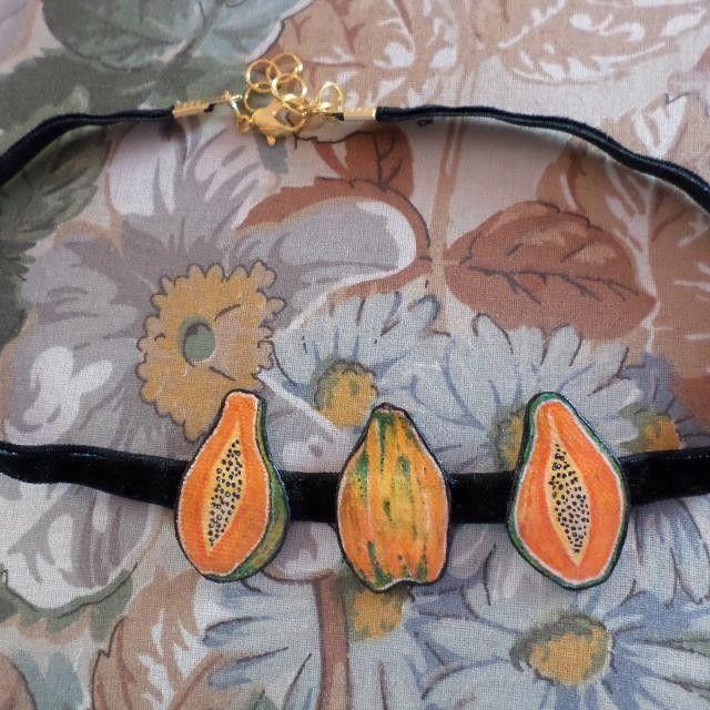 Collier fait main, peinture sur tissu #papayas #faitmain #jewelry #nantes🐷