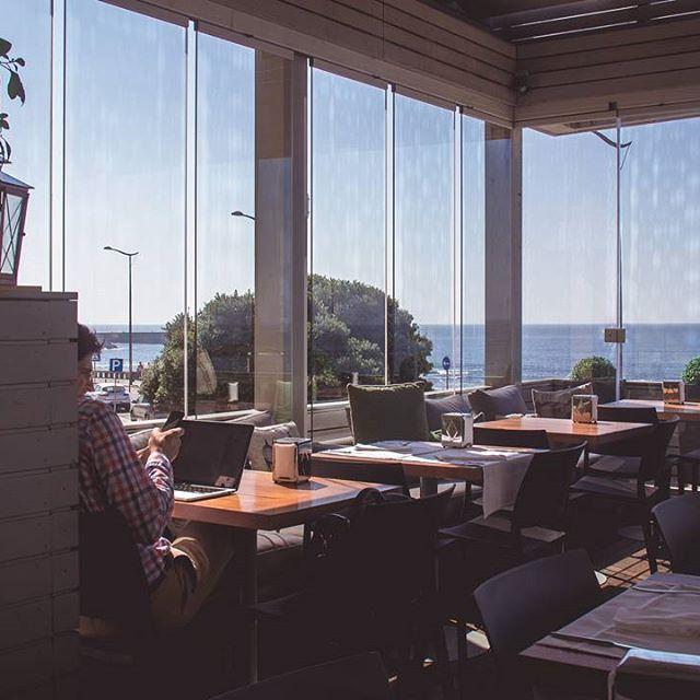 A nossa esplanada é um lugar privilegiado, onde se pode degustar um aromático café e, ao mesmo tempo, deixar que o olhar se perca na linha do horizonte. #esplanadatavi #tavi #foz #porto
