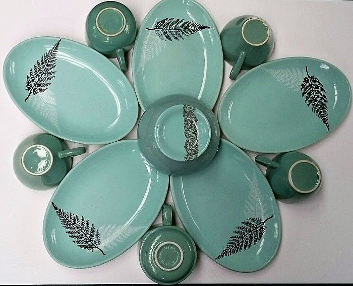 Crown Lynn Plate Flower in Vitrified Teal colours