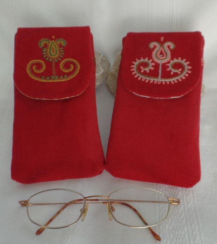 Szentistváni mintával hímzett szemüvegtokok