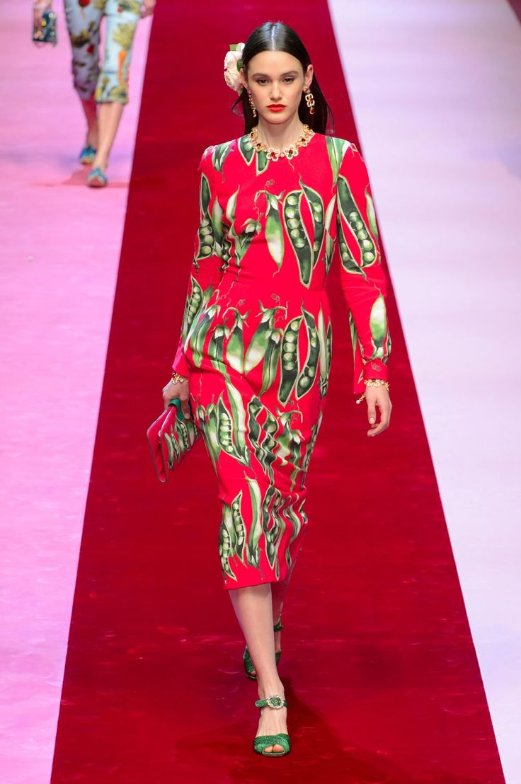 Dolce & Gabbana Spring/Summer 2018 Ready-To-Wear Collection | Glamour & Luxury