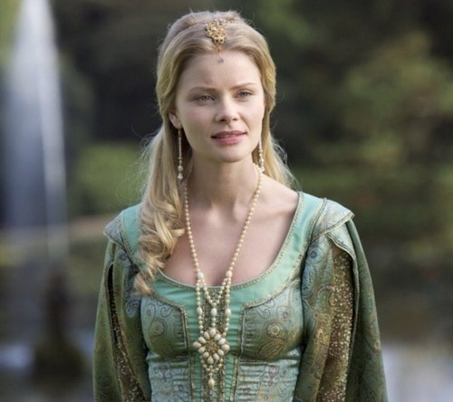 Older Bly? (When she is a Queen.  Oh wow. QUEEN BLY BOLIVAR. THAT'S SHOCKINGLY AWESOME. King Xander. King Xander. It fits...)