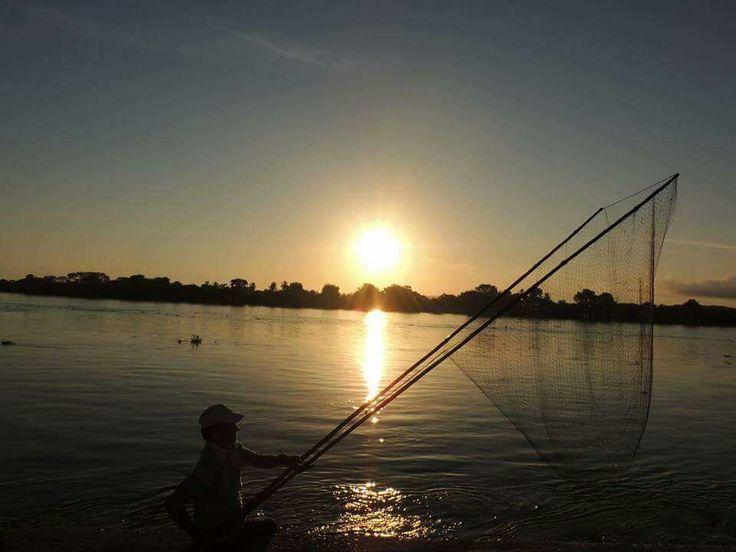 Pescador de mi tierra en un bello amanecer