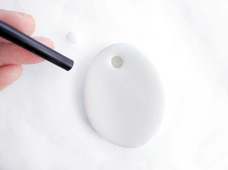 lav huller i ler med sugerør