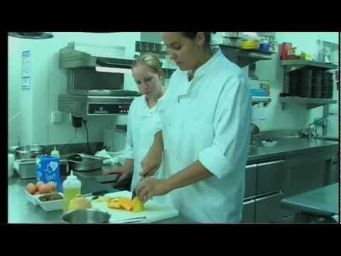 """Variations autour de l'oeuf cocotte : - butternut et concassée de châtaignes - foie gras et confiture d'oignons à la noisette - caviar d'aubergines, poivrons marinés et roquefort  Séverine est le chef du restaurant """"Club 15"""" à Nailloux Fashion Village dans lequel Fabien Pelous et Sébastien Pouil vous accueilleront avec le plus grand plaisir !"""