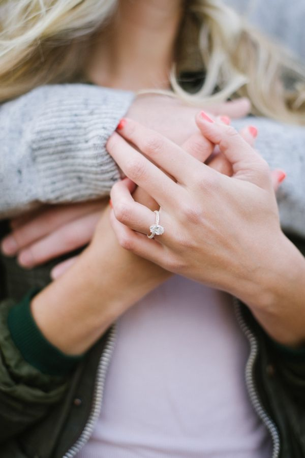 GORGEOUS engagement ring in this cozy, sweet, snuggly engagement shoot | Britta Marie Photography | Heart Love Wedidngs