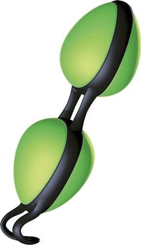 Joyballs Secret - grøn-sort fra Joydivision - Sexlegetøj leveret for blot 29 kr. - 4ushop.dk - De ultimative Joyballs Secret er måske de meste diskret kærlighedskugler der findes. Ikke blot har de et usædvanligt design men er også yderst effektive når bevægelserne fra de indvendige kugler sendes ud i din krop. Den unikke håndtag er beregnet til at blive båret indvendigt, hvorfor du kan gå med dine Joyballs Secrets overalt, hvorved de styrker de vaginale muskler.