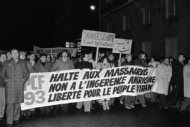 اینم تظاهرات حزب کمونیست علیه حکومت شاه در فرانسه