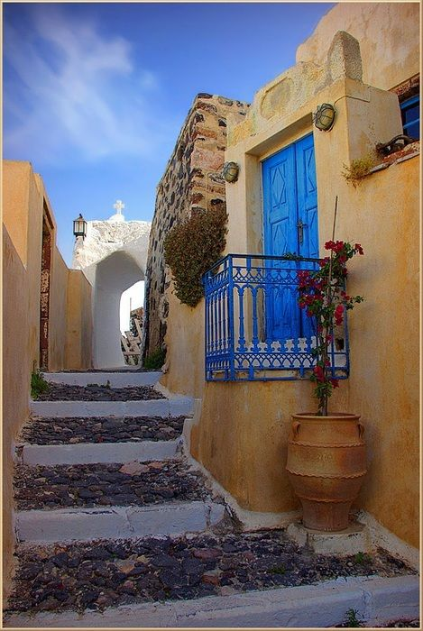 I really want to say I was here in Aegina or Poros, but then again many Greek isle walkways look charming and cute like this..
