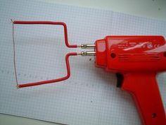 Grande DiY a filo caldo taglio polistirolo espanso - Un semplice strumento da taglio ed efficace ... Super polistirolo.  (Vedi anche Hot-wire_foam_cutter su en.wikipedia.org/wiki/Hot-wire_foam_cutter)