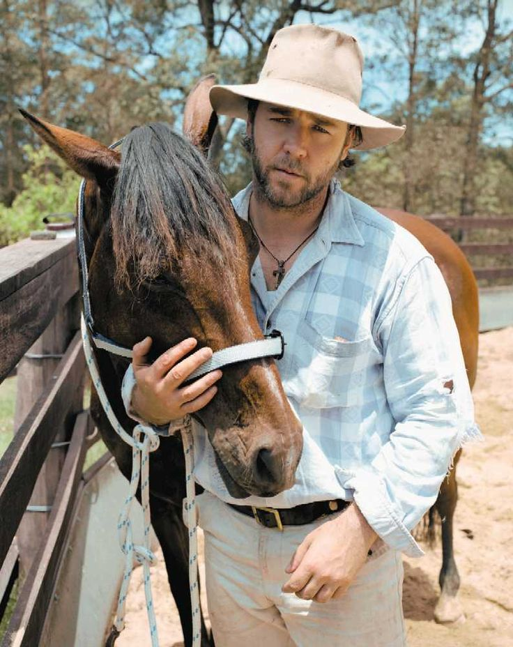 Two of my favorite things, Russell Crowe and horses ...