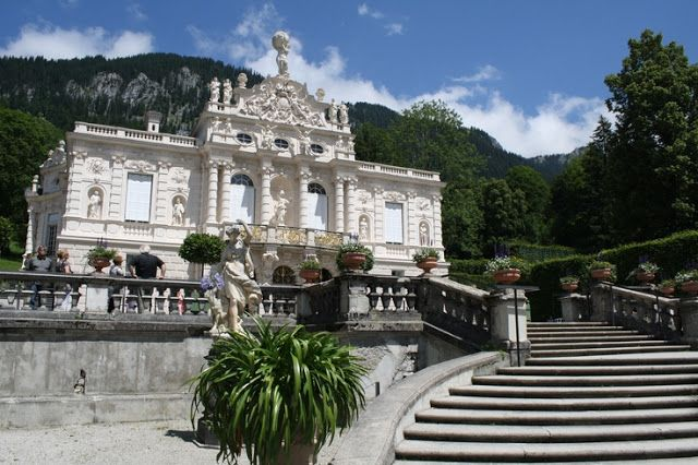 schloss linderhof in den ammergauer alpen m rchenschloss k nig ludwig ii garmisch. Black Bedroom Furniture Sets. Home Design Ideas