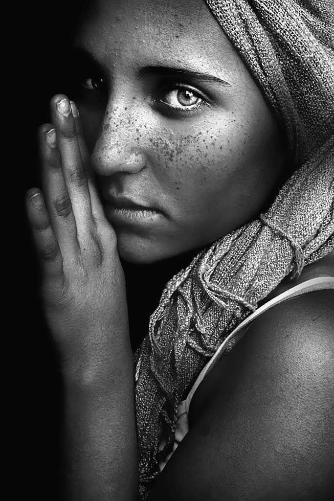 La Ragazza Afgana by Tiziana Pielert