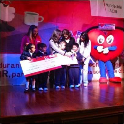 """Entrega del cheque """"A Favor del Niño I.A.P."""" beneficiada gracias a la Semana Solidaria por Fundación Acir."""